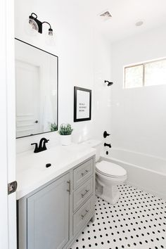 Small Bathroom Layout Ideas With Tub Home Remodeling Diy, Bathroom Renovations, Home Renovation, Bathroom Interior Design, Home Interior, Bathroom Red, Bathroom Ideas, Turquoise Bathroom, Bathroom Vanities
