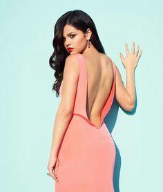 Peach dress on brunette, red lips, curled hair - Selena Gomez
