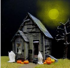 Offered by Clever Models website, here is a paper model full of details: the Haunted House. The model is in a scale between 1/43 and 1/...