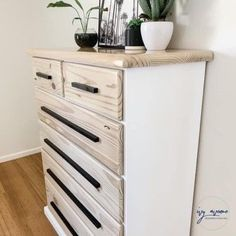 How incredible do these black handles look against the light wood and white tones. We always love seeing what Ivy Avenue Revamped Furniture creates. These set of drawers have been done up using our Farmhouse White mineral paint and sealed with Hemp finishing oil. #refurbishedfurniture #birdonthehilldesigns #thevintagebirdfurniturepaint #upcycle #paintedfurniture #whitepaint #whiteinteriorstyle #shabbychic #modernstyle #mineralpaint #milkpaint #madeiaustralia #furnitureflip #furniturerestoration Refurbished Furniture, Painted Furniture, Set Of Drawers, Mineral Paint, Vintage Birds, Milk Paint, Furniture Restoration, Fashion Room, Metallic Paint