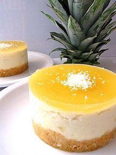 La meilleure recette de CHEESECAKE ANANAS! L'essayer, c'est l'adopter! 4.5/5 (6 votes), 15 Commentaires. Ingrédients: La base biscuit: 60 g de petit-beurre ou autres biscuits de votre choix, 20 g de beurre  La crème : 100 g de fromage frais, 100 g de mascarpone, 7 cl de pulpe d'ananas (soit 300 g d'ananas mixé avec 2 glaçon et 2 cas de sucre), 1 cas de sucre (ou plus selon votre convenance), 1 cac d'agar agar  La gelée: 3 cl de jus d'ananas, 1 cas de sucre, 1/2 cac d'agar agar