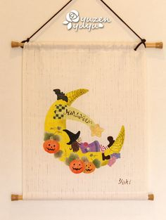 ハロウィン柄の手描きタペストリーです。全て手描きで,ハロウィンモチーフのかわいい柄なので、玄関やリビングだけでなく、お子さんのお部屋に飾ってもかわいと思います... ハンドメイド、手作り、手仕事品の通販・販売・購入ならCreema。