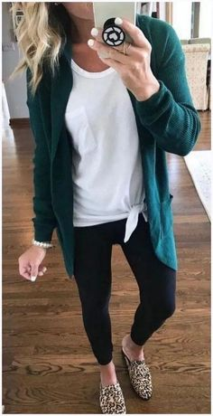 With these casual outfit ideas you will love the clothes in your closet again because sometimes you just need a little inspiration to recover your style. Casual Winter Outfits, Summer Outfits, Classic Outfits, Pinterest Women, Beautiful Outfits, Cute Outfits, Work Outfits, Work Attire, Sweater Outfits