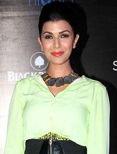 I don't go out with random people, says Nimrit Kaur! - http://www.bolegaindia.com/gossips/I_dont_go_out_with_random_people_says_Nimrit_Kaur-gid-35629-gc-6.html