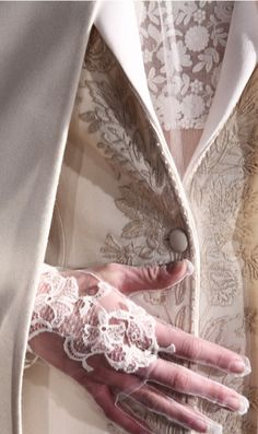 Valentino Haute Couture S/S 2012 Couture Details, Fashion Details, Love Fashion, Fashion Show, Womens Fashion, Fashion Design, White Fashion, Style Fashion, Fashion Beauty