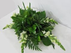 Learn how to make wedding centerpieces, bridal bouquets, corsages, boutonnieres and church decorations. Buy wholesale flowers and discount florist supplies. Diy Centerpieces Cheap, Simple Wedding Centerpieces, Wedding Reception Planning, Modern Wedding Flowers, Diy Wedding, Trendy Wedding, Wedding Decor, Bridal Bouquets, Church Decorations