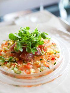 野菜がたっぷり食べられるラビゴットソースが、まぐろと好相性。|『ELLE a table』はおしゃれで簡単なレシピが満載!