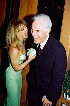 Awww. some classic celebrities Goldie Hawn & Steve Martin 'pal'-ing around. :) Did they ever star in a movie together?