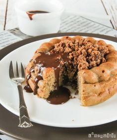 Cake de plátano con crumble y chocolate caliente - L'Exquisit