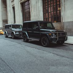 A car like a building: Ever since, the imposing stature of the G-Class has been appealing with its beholders. [Mercedes-AMG G 65   combined fuel consumption 17.0 l/100km   combined CO2 emission 397 g/km   http://mb4.me/efficiency_statement]