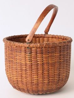 Rafael Osona Auctions Nantucket MA - Round Open Swing Handle Nantucket Basket, with partial paper label on base, Height 7 in. Native American Baskets, Nantucket Baskets, Old Baskets, Weaving Art, Basket Weaving, Wicker, Auction, Handle, Basket Ideas