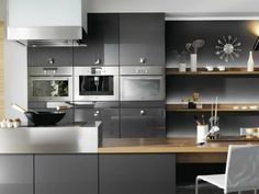 formidable modèle cuisine gris anthracite, quelques accents blancs et bois, cuisine, empreinte de la sobriété du style scandinave