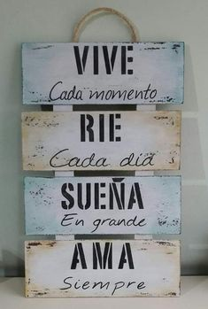 Positive Phrases, Motivational Phrases, Rustic Farmhouse Decor, Spanish Quotes, Diy Art, Ideas Para, Wood Signs, Decoupage, Diy And Crafts