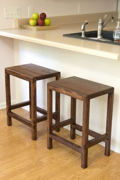 Ana White Build A 2 X 4 Bar Stools - Featuring Jays Custom Creations Free And Easy Diy Project And Furniture Plans Diy Furniture Projects, Bar Furniture, Diy Wood Projects, Furniture Plans, Woodworking Projects, Furniture Stores, Furniture Design, Office Furniture, Trendy Furniture