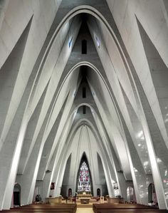 Participating in a movement initiated in the 1920s and perpetuated by great architects such as Guillaume Gillet, Gottfried Böhm and Auguste Perret, most of these churches were built in the 1950-60s.