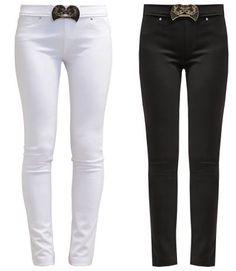 Versace Jeans Pantalon De Tela Black Un Estilo Propio Con Los Pantalones De Tela De Mujer Hay unos pantalones de tela de mujer para cada ocasión, sólo tienes que buscar en nuestra colección para encontrar tu outfit ideal.
