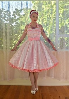 1950's 'Clover' Style White Wedding Dress with Pink by PixiePocket Rockabilly Wedding Dresses, Country Wedding Dresses, Princess Wedding Dresses, Wedding Dresses Plus Size, Colored Wedding Dresses, Modest Wedding Dresses, Wedding Gowns, Hair Wedding, Rockabilly Outfits