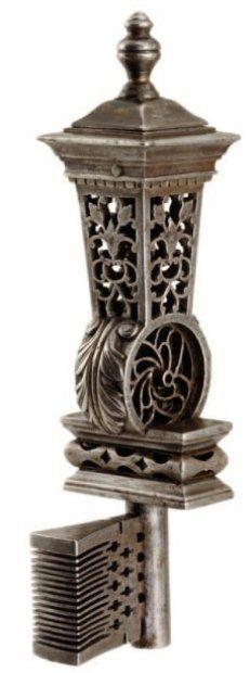 Clef de maîtrise en fer forgé ,France XVIIIe siècle © Fraysse et associés _ Collection de ferronnerie ancienne de Michel Rullier