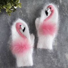 Love these flamingo mittens! Written in another language Crochet Mittens Pattern, Knit Mittens, Baby Knitting Patterns, Crochet Patterns, Tricot Simple, Crochet Baby, Knit Crochet, Pink Bird, Knitting For Kids