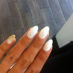 Sparkly white-gold