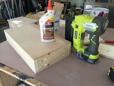 Free and easy DIY plans for how to build a flip top vanity with a hinged top. This great looking DIY vanity is functional and easily conceals all the mess. Diy Makeup Vanity Plans, Diy Makeup Vanity Table, Vanity Tables, Makeup Vanities, Vanity Ideas, Bathroom Vanities, Hinged Table, Woodworking Projects Diy, Diy Projects