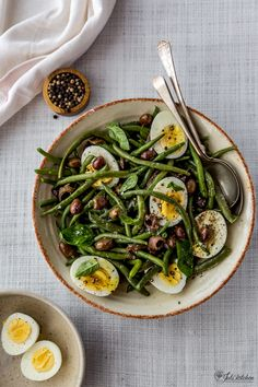 This French bean salad debunks the myth that all salads are boring, fills you up and has a heady basil smell and it is vibrant in its summer colours. Veggie Recipes, Pasta Recipes, Vegetarian Recipes, Cooking Recipes, Healthy Recipes, Antipasto, Bean Salad, Summer Recipes, Food Inspiration