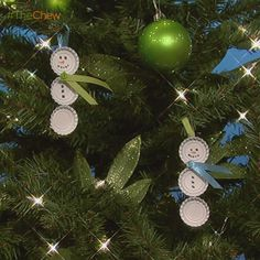 Day 9: Bottle Cap Snowman #Ornament! #DIY #Craft #TheChew #Christmas