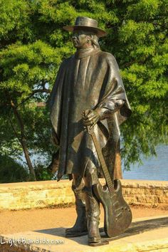 Stevie Ray Vaughan statue on shores of Lady Bird Lake, Austin Texas. I will have my picture made here one day! Texas Usa, Austin Texas, Texas Flood, Stevie Ray Vaughan, Rockn Roll, Blues Music, Music Icon, Music Stuff, Rock Music