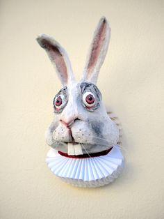 Fausse trophée de lapin-lapin de taxidermie tête alice au pays des merveilles - conte de fée lapin par penhands sur Etsy https://www.etsy.com/fr/listing/172107562/fausse-trophee-de-lapin-lapin-de