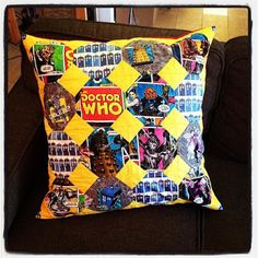 Doctor Who Cushion (snowball block) Snowball, Doctor Who, Cushions, Throw Pillows, Quilts, Crochet, Projects, Handmade, Blue