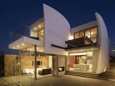 Simple incurvation à la place d'une surface lisse -> donne du caractère et un style au bâtiment.