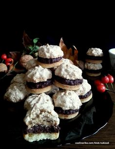 Oblačići – Recepti na brzinu Christmas Sweets, Christmas Baking, Baking Recipes, Cookie Recipes, Christmas Biscuits, Czech Recipes, Arabic Food, Sandwich Cookies, Sweet And Salty