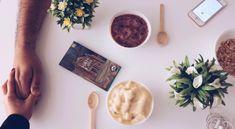 Desayunar saludable es fácil! Te invitamos a visitar nuestro blog para que ensayes la recetas con fruta congelada que tenemos para ti! #smoothies #martes #salud #bogota #saludable #amor #snackgoals #batidos Blog, Fruits And Vegetables, Milkshakes, Frozen Fruit, Raspberry, Tuesday, Strawberries