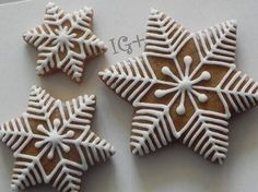 Trendy cookies decorated ideas snowflake ideas – Cakes and cake recipes Christmas Biscuits, Christmas Sugar Cookies, Christmas Sweets, Christmas Gingerbread, Christmas Cooking, Holiday Cookies, Decorated Christmas Cookies, Gingerbread Decorations, Gingerbread Cookies