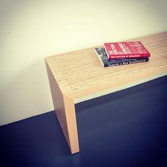 Ga lekker zitten, pak een boek en relax op dit #maatwerk #design #bankje van www.panettiere.nl #meubels #meubelsopmaat