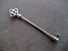 Pieza en forma de llave para scaffold piercing