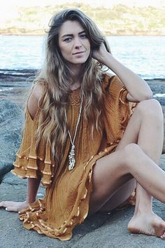 ╰☆╮Boho chic bohemian boho style hippy hippie chic bohème vibe gypsy fashion indie folk the . Hippie Chic, Hippie Style, Boho Chic, Gypsy Style, Boho Gypsy, Boho Style, Gypsy Hair, White Boho Dress, White Bohemian