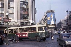 Old Pictures, Old Photos, Vintage Photos, Old Paris, Vintage Paris, Tour Eiffel, Ligne Bus, Ile Saint Louis, London Bus