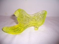 Vintage Fenton Vaseline Glass Shoe Daisy & Button w Cat Head