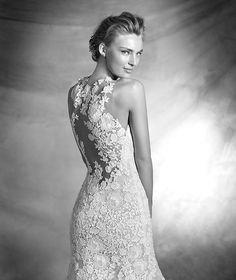 Pronovias > CAREZZA - Vestido de novia estilo sirena con escote corazón