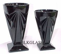 Tiara Black Glass Pyramid Angles, 2 Goblets, 2 sizes