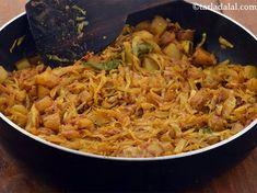 Kobi Batata Nu Shaak , Aloo Patta Gobhi recipe, Cabbage Potato Vegetable Cabbage And Potatoes, Cubed Potatoes, Potato Vegetable, Vegetable Recipes, Jalapeno Recipes, Coriander Powder, Gujarati Recipes, Curry