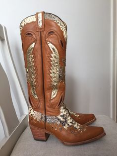 Rodeo cowboy boots with natural snake