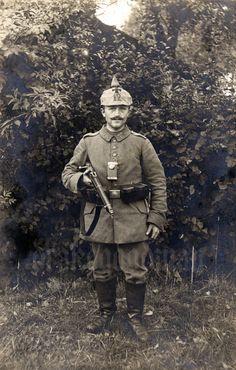 Landsturm Infanterie Bataillon 'Chemnitz' (XIX. 12) | Divided reverse. No correspondence. Photogr. B. van Uytfanck, 34 Rue Neuve, St. Nicolas. Mobil ab 15.12.1914. Gehörte zeitweise zum Ldst.I.R.Nr. 40, wurde dann wieder selbständig. Ab 18.12.1914 Etappen-Inspektion Nr. 4. Die 10. u. 11. Kp. wurden als Bewachungstruppe eingesetzt. Die 10. Kp. war Bewachungstruppe des Franzosen-Kdos. I, die 11. Kp. die des F...