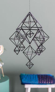 Himmeli pilleistä – katso vaihe vaiheelta -ohjeet | Meillä kotona Crafts To Do, Diy Crafts, Christmas Crafts, Xmas, Sacred Geometry, Diy Tutorial, Craft Projects, Crafty, Baby Mobiles