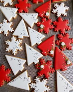 I dig the mod shape of these tree cookies, nice straight lines and simple sprinkle accents. Christmas Tree Cookies, Iced Cookies, Christmas Mood, Christmas Sweets, Christmas Gingerbread, Cute Cookies, Christmas Cooking, Noel Christmas, Christmas Goodies