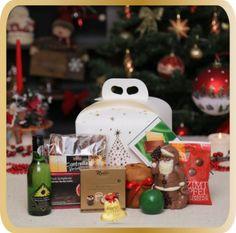 Include o cutie cadou. Christmas 2015, Christmas Tree, Christmas Ornaments, Table Decorations, Holiday Decor, Blog, Cinnamon, Teal Christmas Tree, Christmas Jewelry
