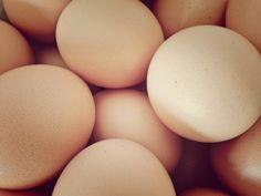 ¿Son más sanos los huevos marrones que los blancos? http://labuenaalimentacion.es/huevos-marrones-o-blancos