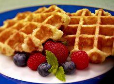 Low Calorie Healthy Skinny Protein Waffles recipe •1 serving vanilla protein powder •½ banana •½ T almond milk •2 egg whites (¼ c liquid egg whites) •1 tsp cinnamon