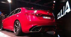 O Giulia Quadrifoglio 2016 (das fotos) usa um motor V6 a gasolina biturbo com injeção direta, desenvolvido em aliança com a Ferrari, que rende 510 cavalos (o torque não foi revelado) que pode fazê-lo acelerar de 0 a 100 km/h em apenas 3,9 segundos